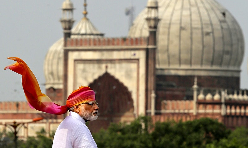 Indian Prime Minister Narendra Modi addresses the nation from the ramparts of the historical Red Fort on the Indian Independence Day in New Delhi. ─AP