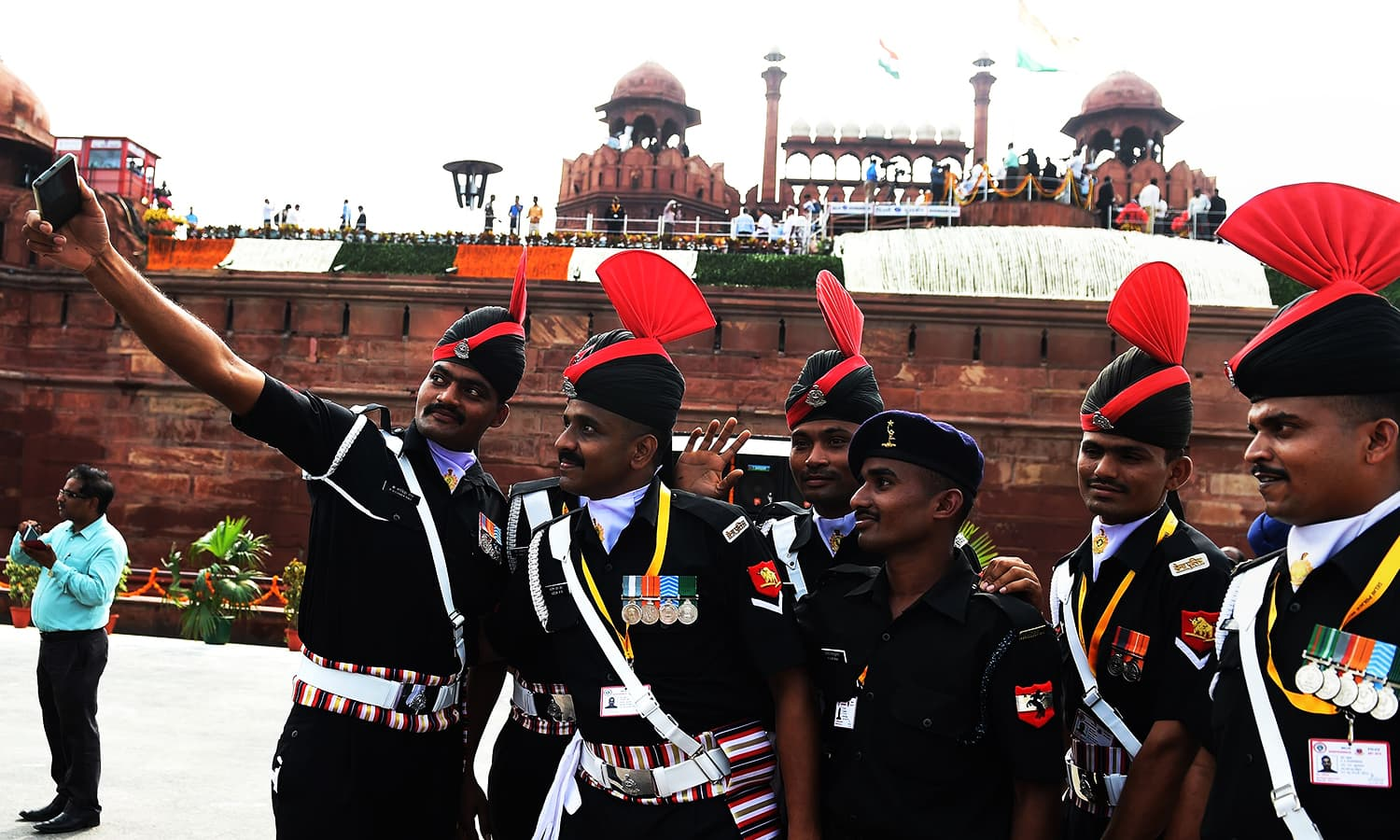 """Indian Army personnel pose for a """"selfie"""" after Independence Day celebrations at the Red Fort in New Delhi, 2016 — AFP"""