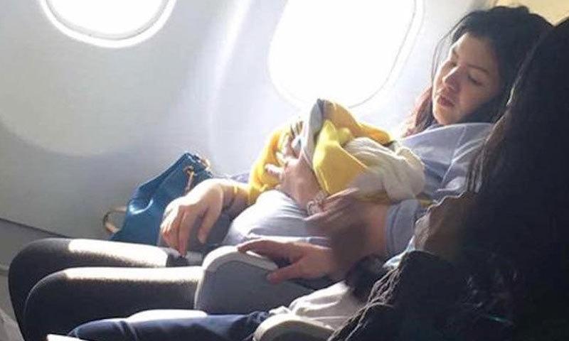 طیارے میں پیدائش: بچی ہمیشہ مفت سفر کرے گی