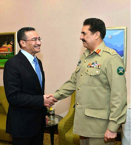 PUTRAJAYA: Malaysian Defence Minister Hishammuddin Tun Hussein welcomes Army Chief Gen Raheel Sharif at his office here on Wednesday.—APP