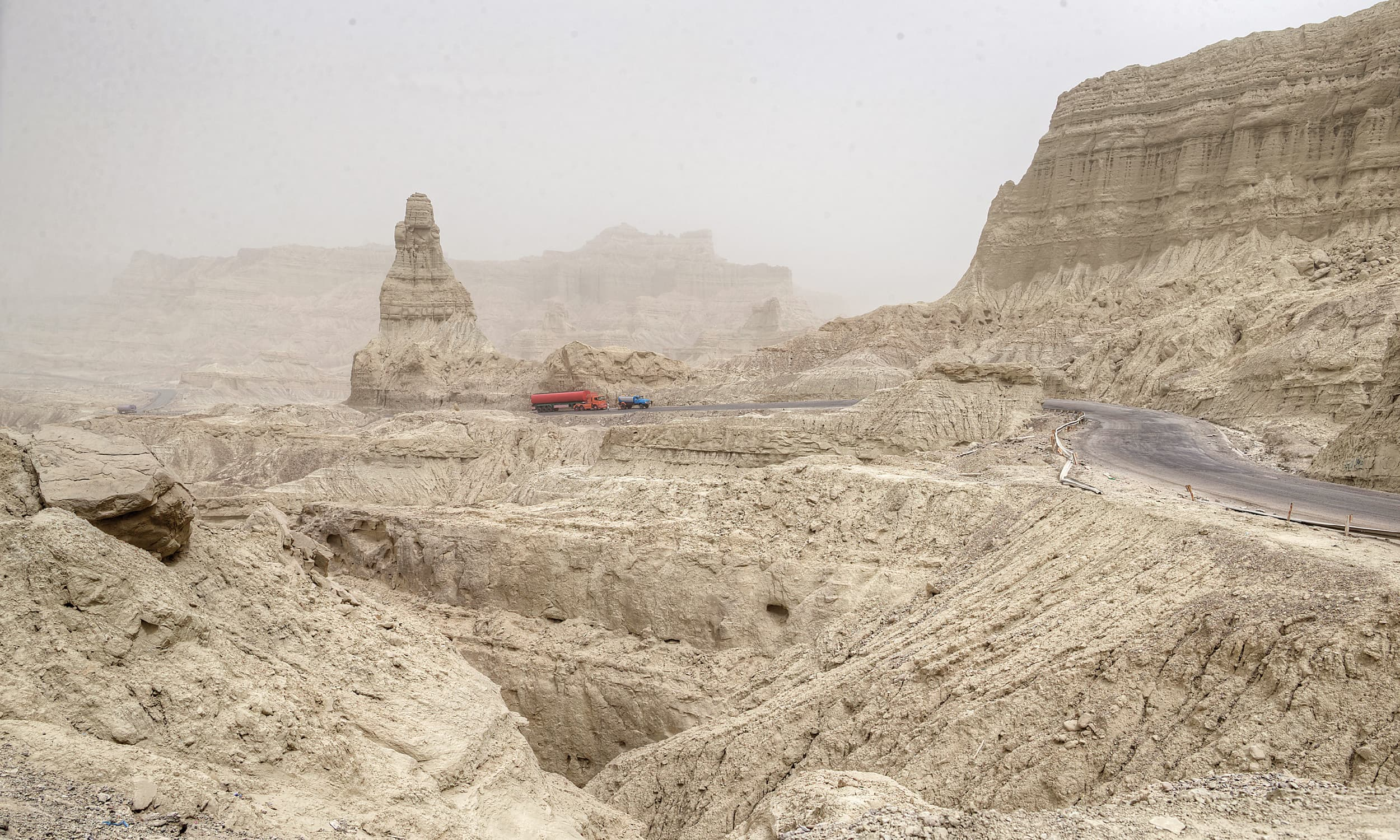 A sandstorm makes its way up to the mountains at the beginning of Hingol National Park | Kohi Marri