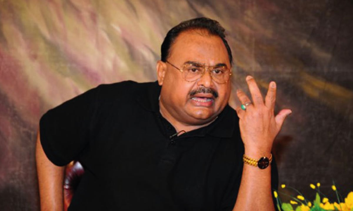 Altaf Hussain delivers a speech | Dawn archive