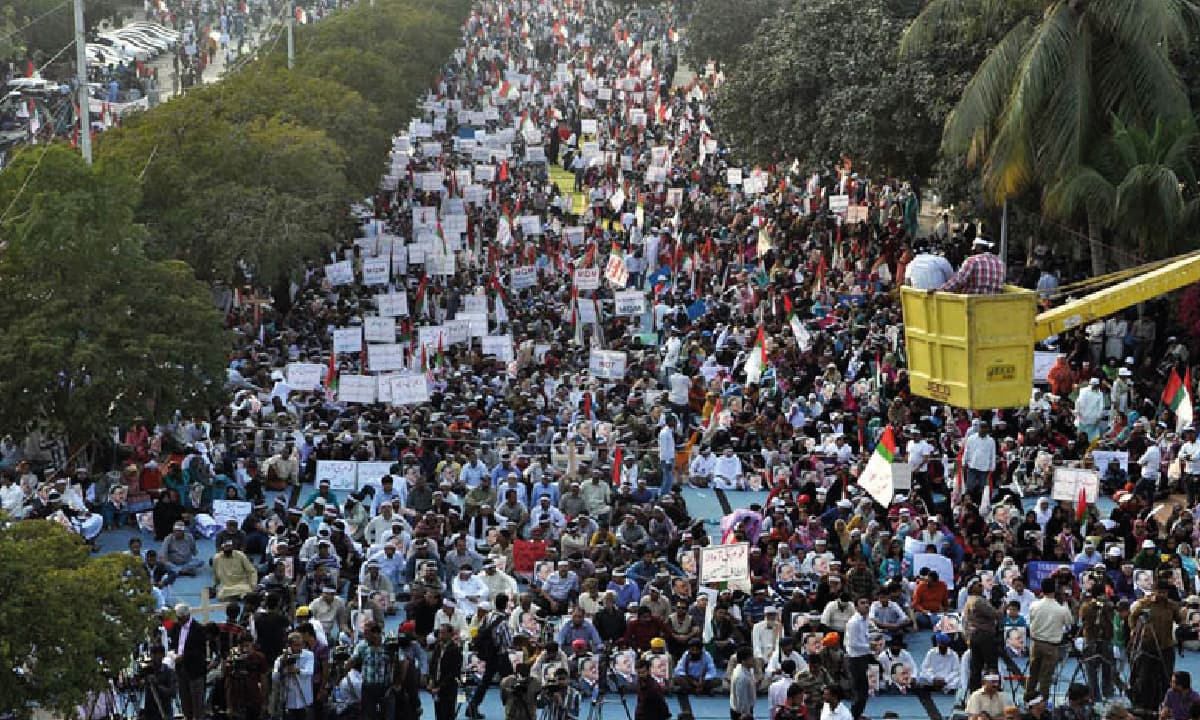 MQM supporters express solidarity with their party chief Altaf Hussain during a rally in Karachi during a rally in February 2014 | INP Photo