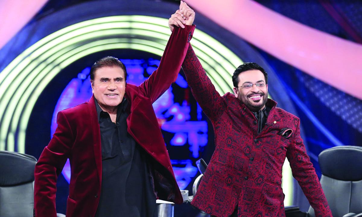 *Neelam Ghar* host Tariq Aziz with Aamir Liaquat Husain during an episode of *Inam Ghar* earlier this year   Courtesy Geo Entertainment