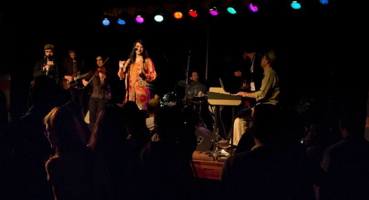 Zeb fronting Sandaraa at a performance in New York