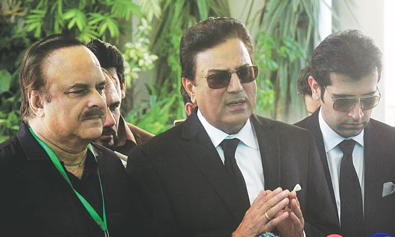 ISLAMABAD: Accompanied by Pakistan Tehreek-i-Insaf spokesman Naeemul Haq, Advocate Naeem Bukhari speaks to the media after filing a petition against Prime Minister Nawaz Sharif in the Supreme Court on Monday.—Online