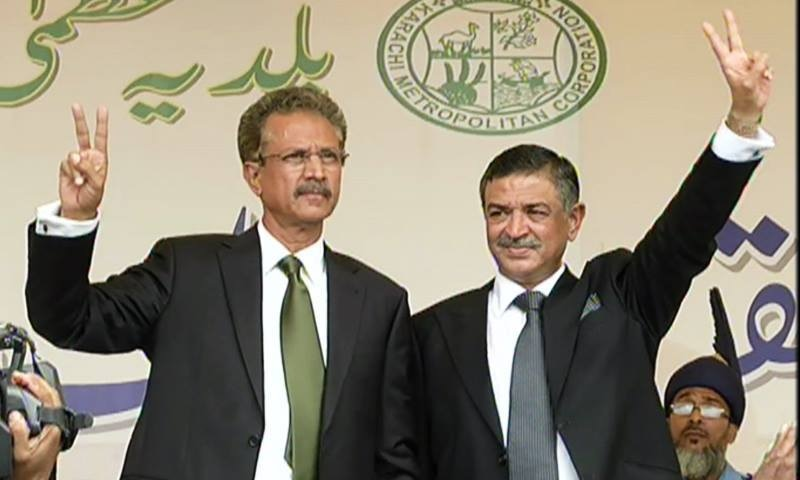 Karachi Mayor Waseem Akhtar and Deputy Mayor Arshad Vohra at the oath-taking ceremony. ─ DawnNews