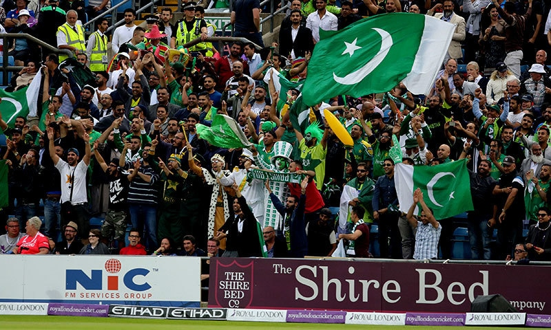 Pakistan fans cheer as England wickets tumble — AP