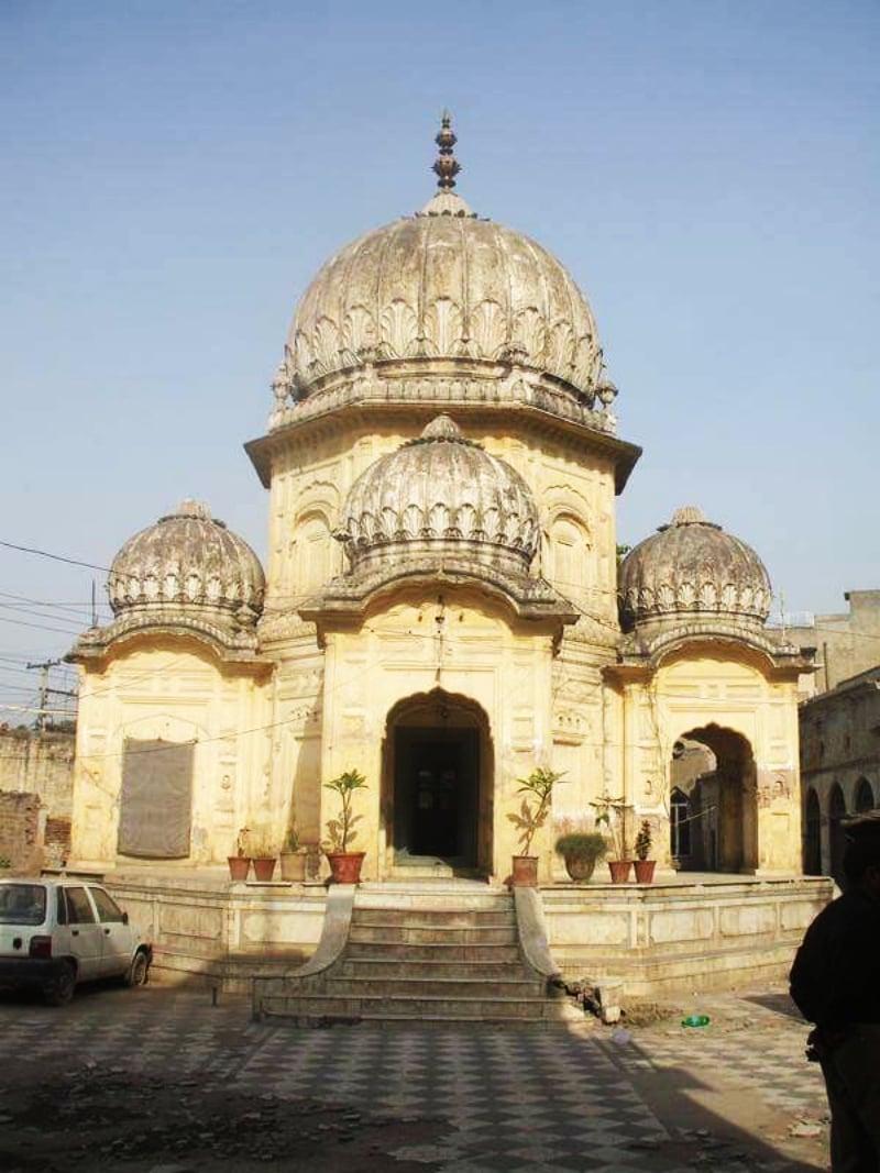 The smadh of Jain saint Atmaramji in Gujranwala. ─ Photo by Haroon Khalid