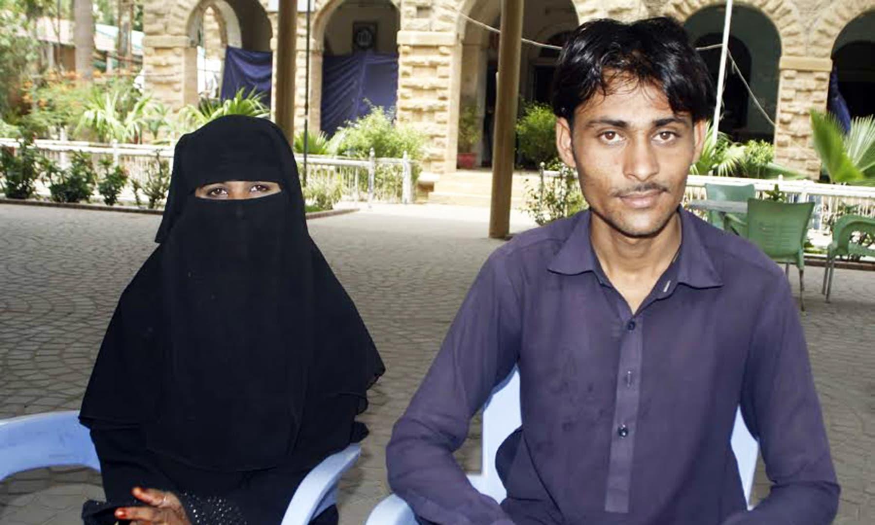 عمر (کرشن) اور رضیہ (رانی) — تصویر عمانوئیل گڈو