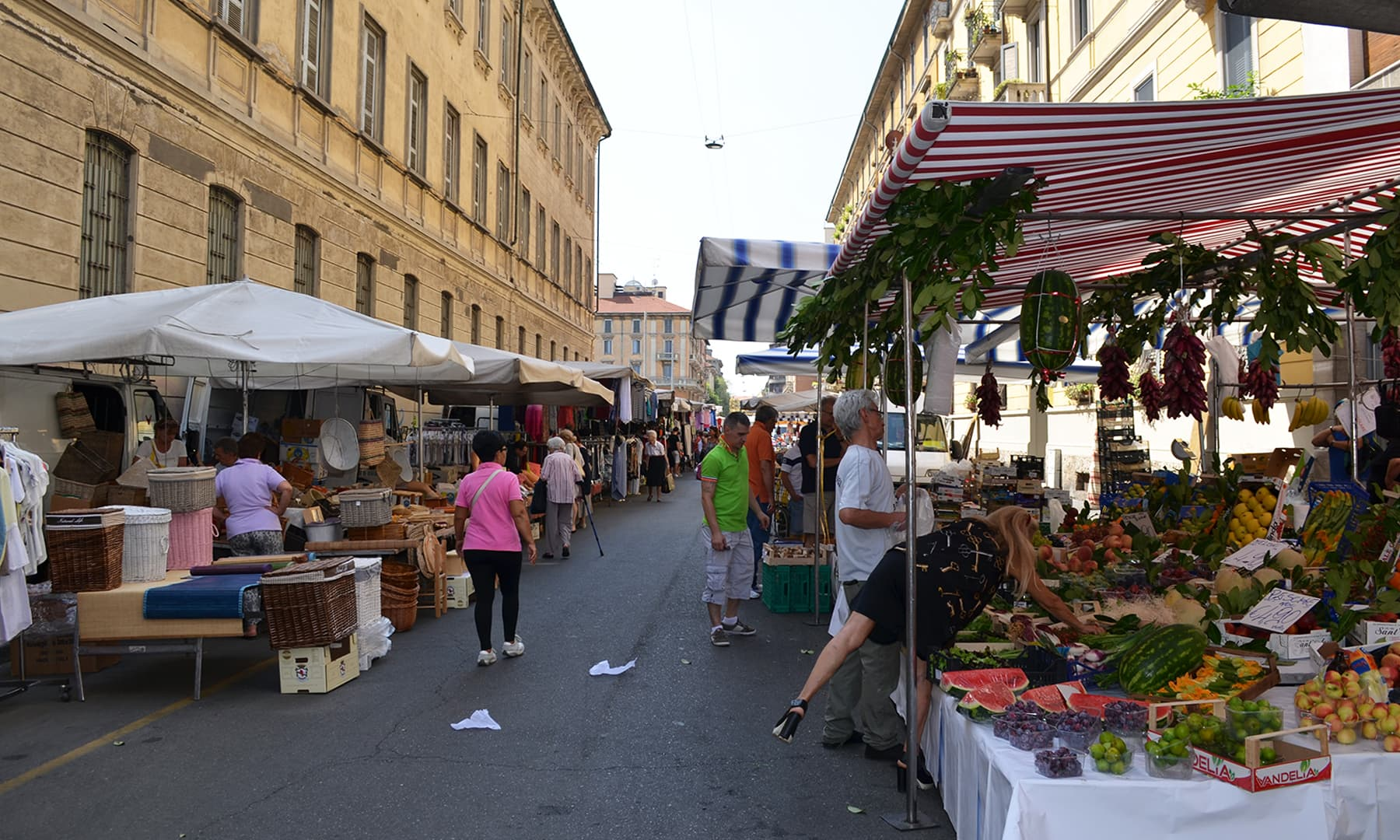 گلی میں موجود ایک بازار — تصویر رمضان رفیق