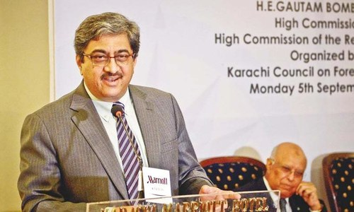 کراچی: انڈین ہائی کمشنر گوتم بمباولے تقریب سے خطاب کررہے ہیں—فوٹو/ فہیم صدیقی/وائٹ اسٹار