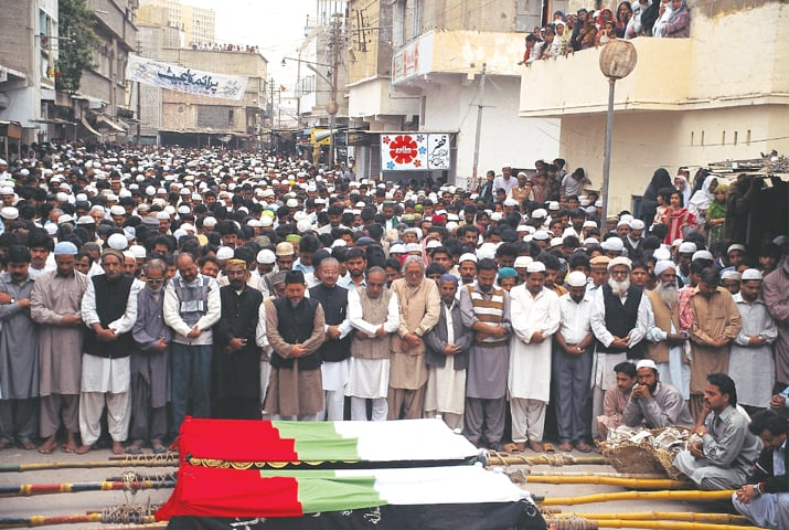 Funeral prays for MQM workers killed in Karachi -Photo by White Star