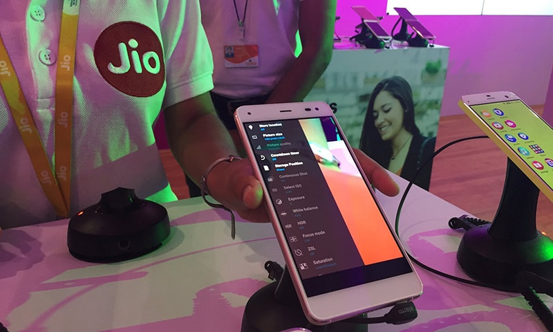 Mukesh Ambani launches cheap 4G 'Reliance Jio' service in India