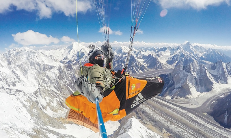Setting a new record by flying vol-bivouac over Broad Peak towards Concordia