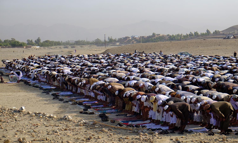 افغانستان کے شہر کابل میں عید کی نماز ادا کی گئی — فوٹو/ اے پی