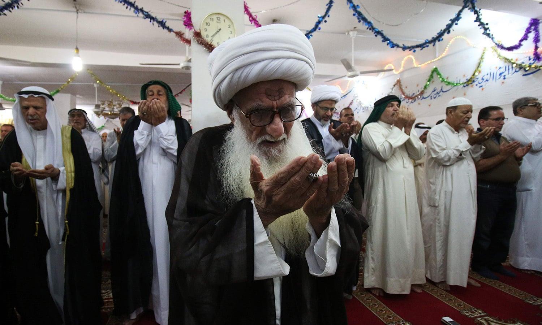 عراق میں مسلمانوں نے عید کی نماز ایک ساتھ مل کر ادا کی — فوٹو/ اے ایف پی