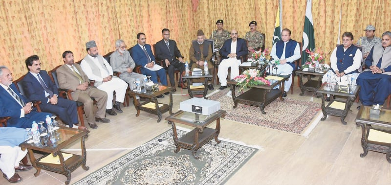 MUZAFFARABAD: Prime Minister Nawaz Sharif presides over a meeting with Hurriyat leaders of Kashmir at the AJK President House on Friday.—PPI
