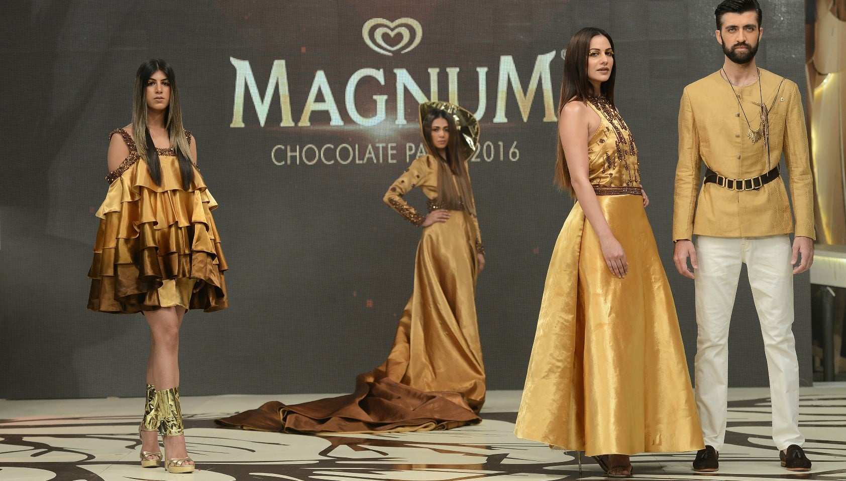 Faraz Manan presented a wearable collection - Photograph by Faisal Farooqui and his team at Dragonfly