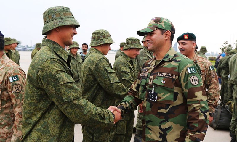 Russian and Pakistani army personnel greet each other. ─ Photo courtesy DG ISPR Twitter
