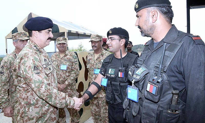 General Raheel Sharif meets officers and participants during his visit to National Counter Terrorism Centre located near Kharian. —APP