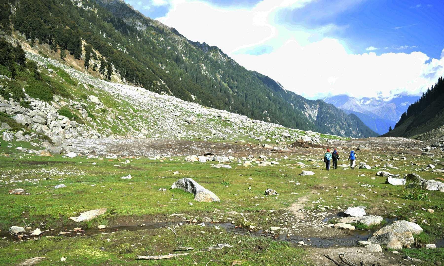 جبہ جھیل جو اب گلیشیئر کے نیچے سرکنے کی وجہ سے معدوم ہوچکی ہے — تصویر امجد علی سحاب