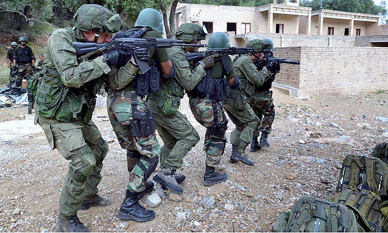 CHERAT: Pakistani and Russian troops participate in a joint army exercise on Tuesday.— APP