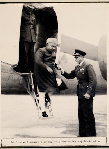 Turowicz receiving Prime Minister Khawaja Nazimuddin -Photos by Tahir Jamal/White Star. Courtesy Pakistan Air Force Museum.