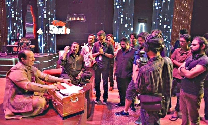 The tragically deceased Amjad Sabri with Rahat Fateh Ali Khan and the Coke Studio team during the rehearsals for their join performance of 'Rang'