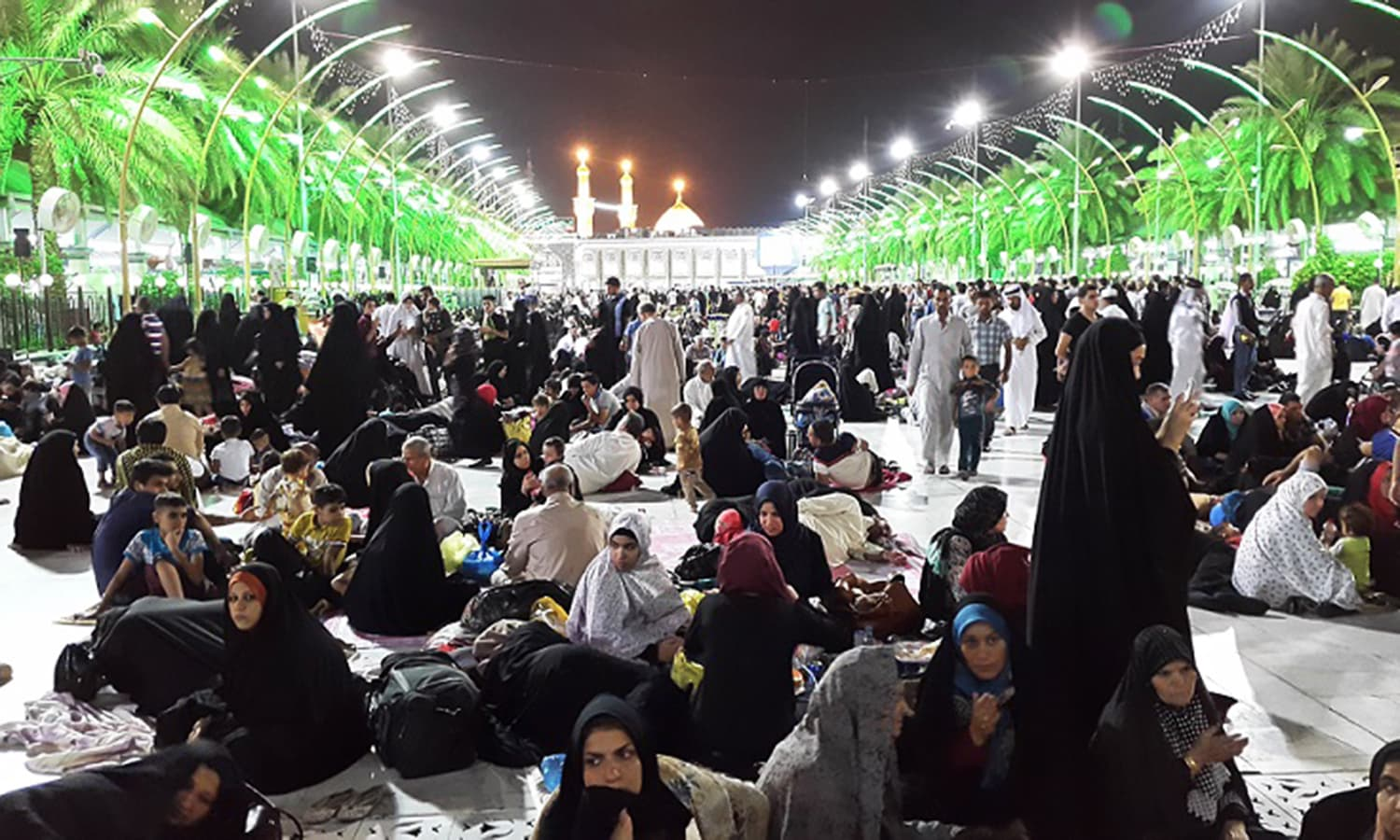 The vast courtyard between the shrines of Imam Hussain and Hazrat Abbas Ali provides space for prayer, relaxation and gathering.