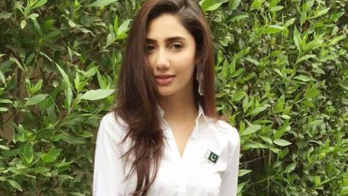 Mahira Khan prays for a peaceful world, breaks silence on Indo-Pak tensions