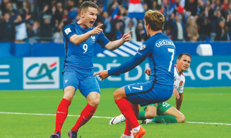 SAINT-DENIS: France's Kevin Gameiro (L) celebrates with team-mate Antoine Griezmann after scoring against Bulgaria during their 2018 World Cup qualifier at the Stade de France.—Reuters