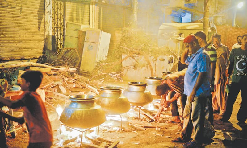 The eve of Ashura saw many people gather in different neighbourhoods across the city to prepare haleem and biryani for free distribution. —Fahim Siddiqi / White Star