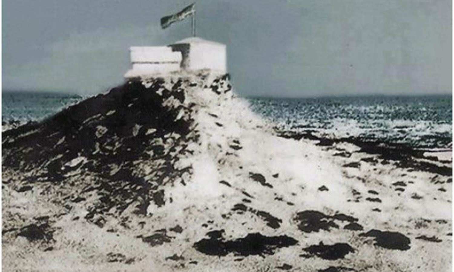Shrine of ancient Sufi saint, Abdullah Shah Ghazi, in 1947. It was built in the 13th century on a sandy hill beside the sea in the area which became to be known as New Clifton.