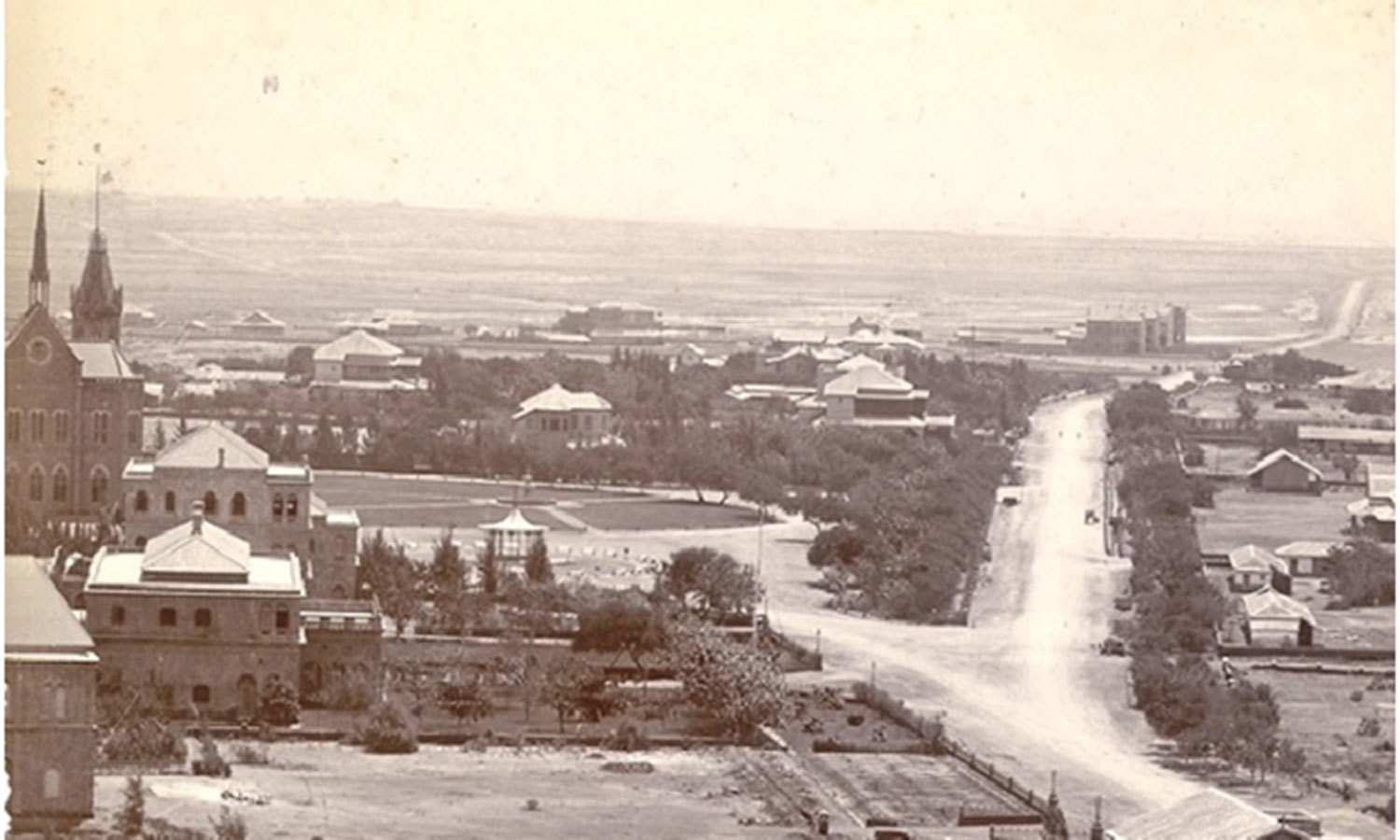 Frere Road in 1902. It leads to Clifton which (as can be seen in the horizon) was largely barren. In the 1930s, a bridge (Clifton Bridge) was built to connect the city centre with Clifton.