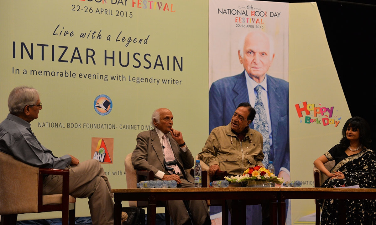Intizar Husain seen with Ataul Haq Qasmi at a panel discussion held at the National Book Day Festival in Islamabad in 2015 | Ishaque Chaudry, White Star