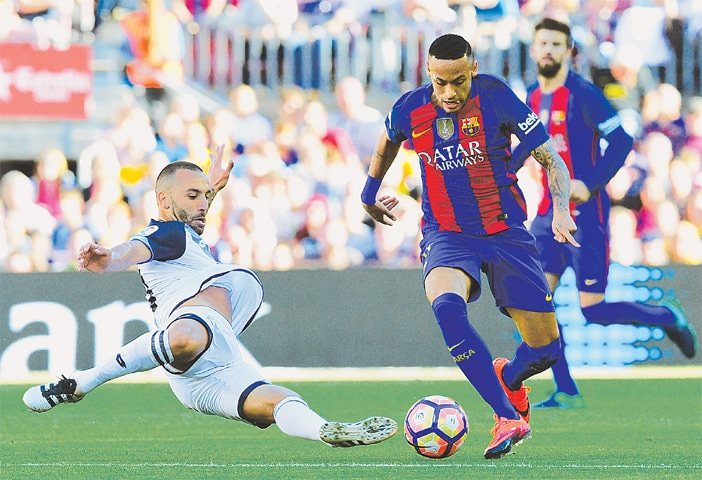 BARCELONA: Barcelona's Neymar (R) vies for the ball with Deportivo La Coruna's Guilherme dos Santos during their La Liga match at the Camp Nou.—AFP