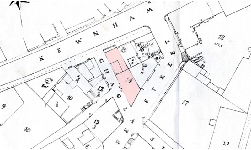 1874 کے سروے کے مطابق پلاٹ نمبر 3، 5، 13 اور 17 کو ملا کر نمبر 14 الاٹ کیا گیا جس جگہ آج وزیر مینشن قائم ہے۔