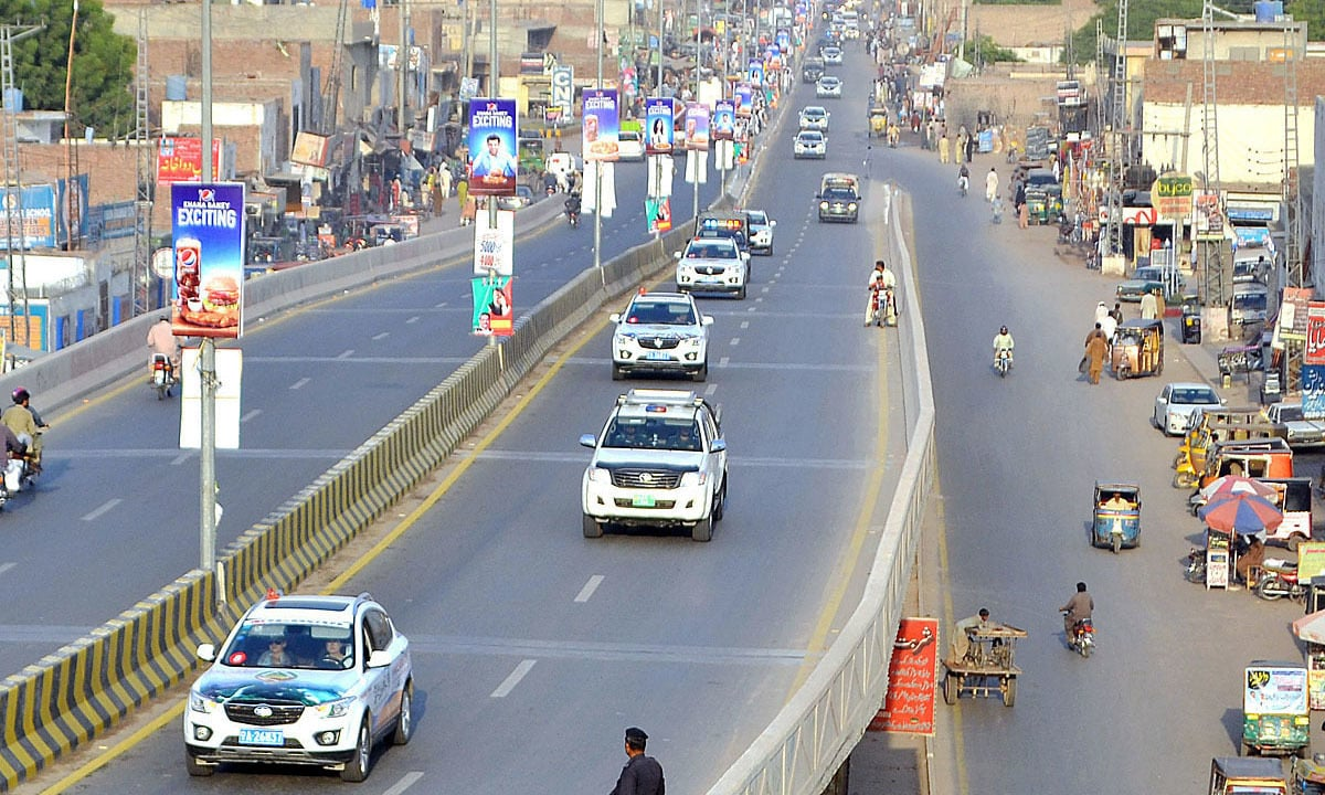 Pak-China Friendship Car Rally reaches the historical city of Multan. —APP