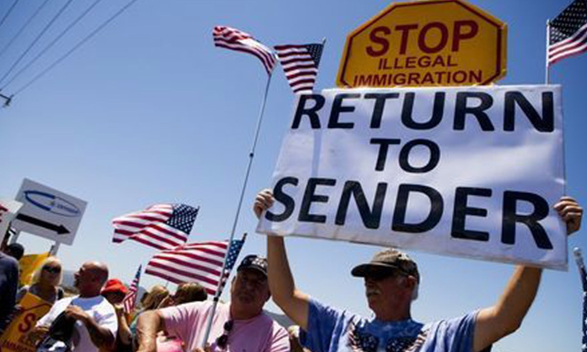 Demonstrators picket against the arrival of undocumented migrants in California | Reuters