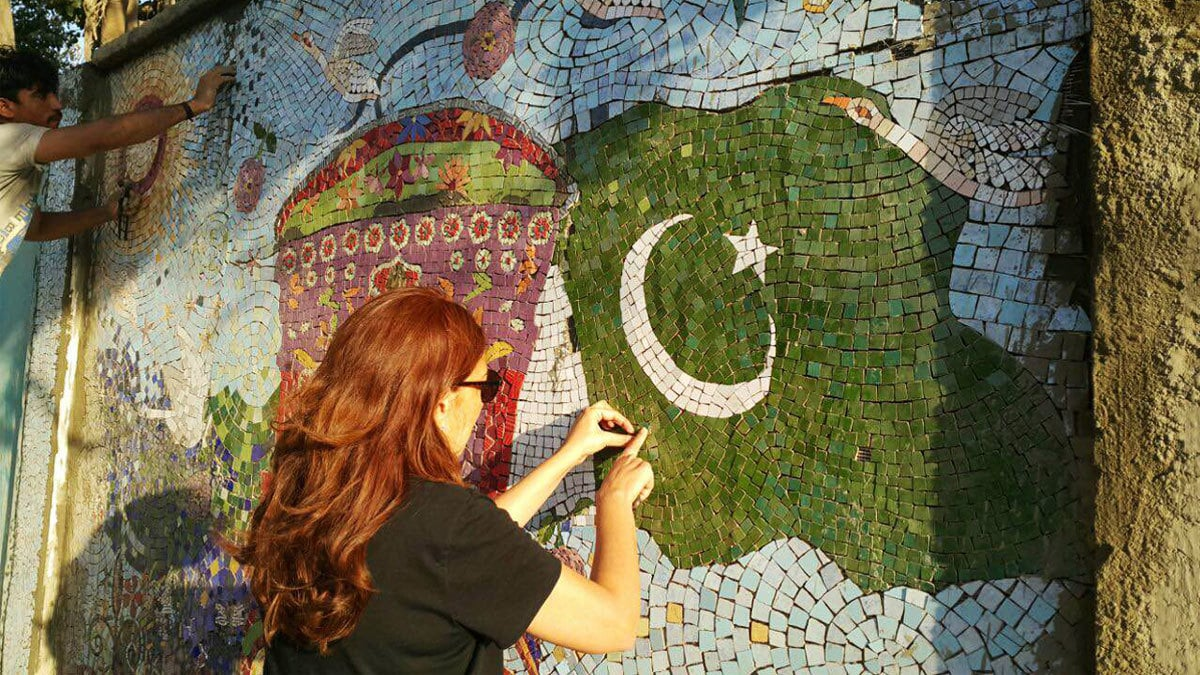 Muna working alongside her craftspeople on the mosaic. Photo: Muna Siddiqui.