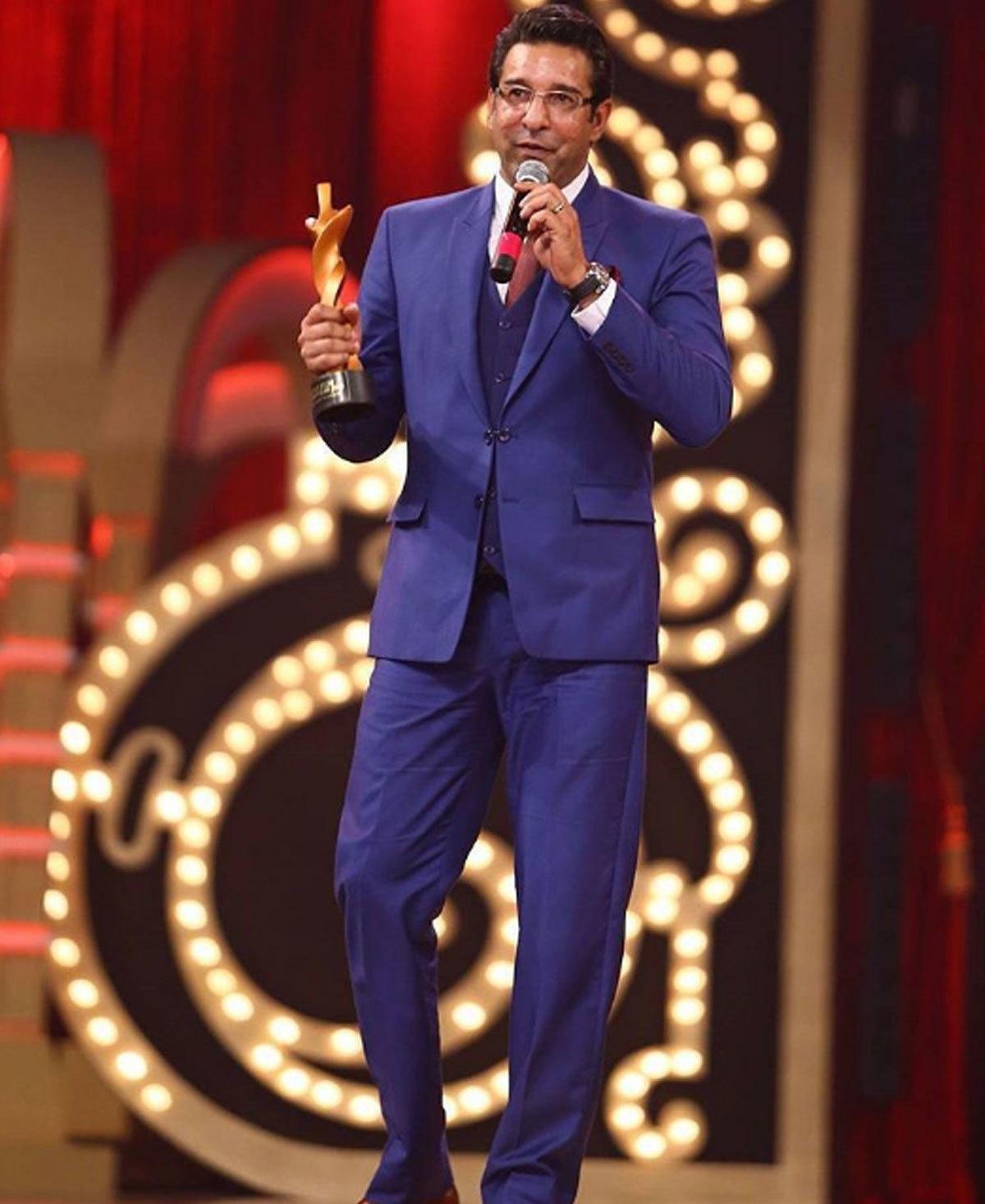Wasim Akram giving his acceptance speech. Photo: Instagram