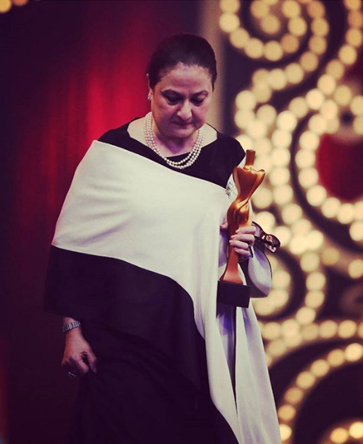 Bunto Kazmi walking off stage with her award in hand. Photo: Instagram