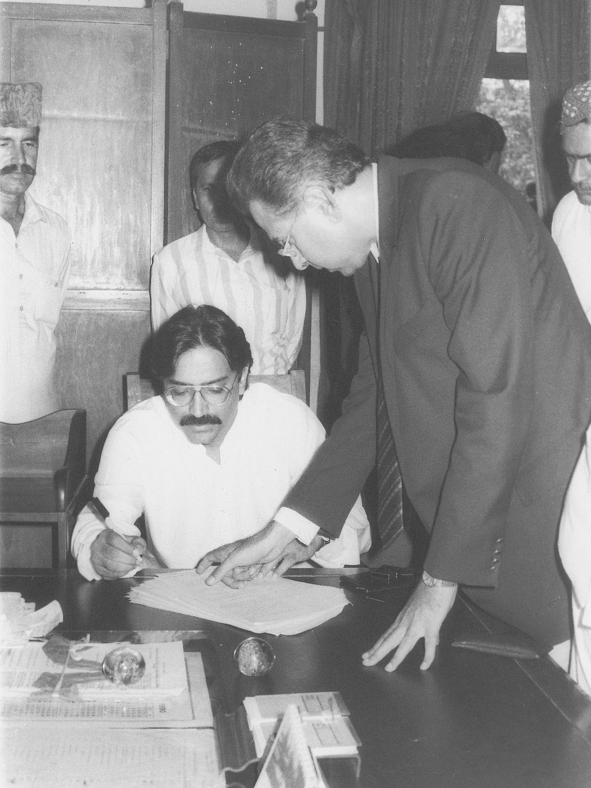 Asif Ali Zardari in 1990, signing documents to file a defamation case against three opposition leaders and five newspapers for leveling corruption charges against him | Hasan Bozai, White Star