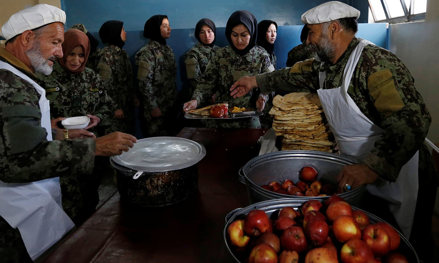 Afghan National Army (ANA) soldiers collect their lunch at the Kabul Military Training Centre (KMTC) in Kabul ─Reuters