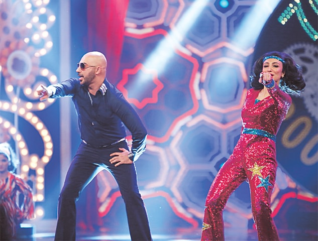 HSY and Anoushey Ashraf dancing to film hits of yore