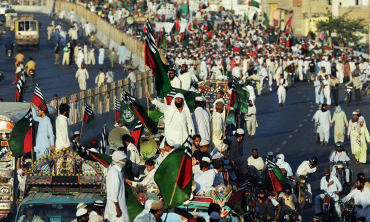 Activists of ASWJ during a rally in Karachi on November 16, 2012 | AFP