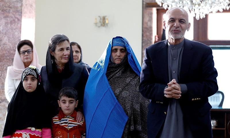 Afghan President Welcomes Back Nat Geo Famed Afghan Girl In Kabul World Dawn Com