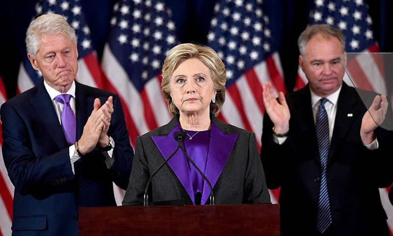 ہیلری کلنٹن نے حامیوں سے خطاب میں کہا کہ ٹرمپ کو موقع دینا چاہیے— فوٹو / اے ایف پی