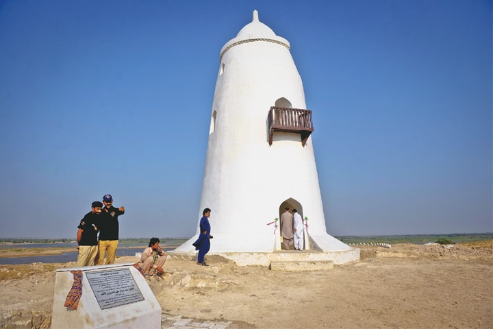 The Pir Patho tower after its renovation -Photos by Fahim Siddiqi / White Star